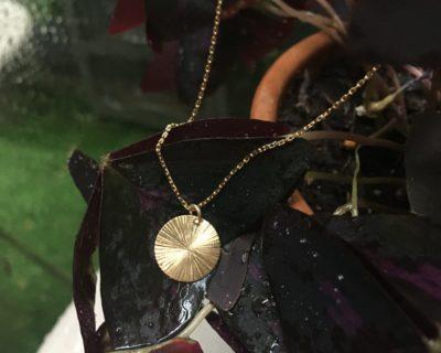 Medaille et chaine en OR jaune 18 carats