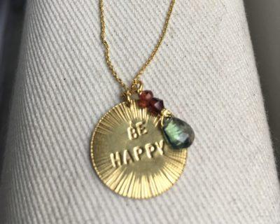 Médaille BE HAPPY en vermeil et pierres topaze & grenats